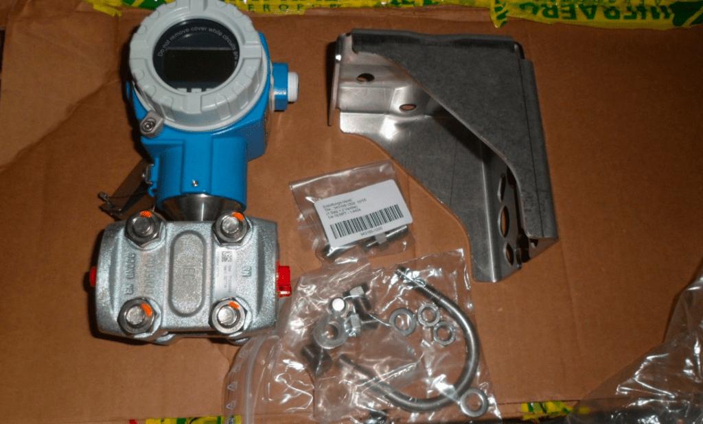 Cảm biến đo chênh áp PMD75 Endress Hauser khi nhập về gồm 1 số phụ kiện